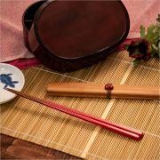手になじむ小ぶりな竹箸と竹製ケースのセット